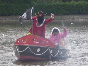 The pirate ship crosses the lake